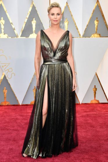 gallery-1488158428-charlize-theron-oscars-dress-2017